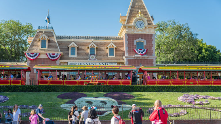 Disneyland vs Disney World: Differences Between the Disney Parks
